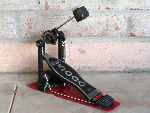 dw 5000 single bass drum pedal with case. Black Bedroom Furniture Sets. Home Design Ideas